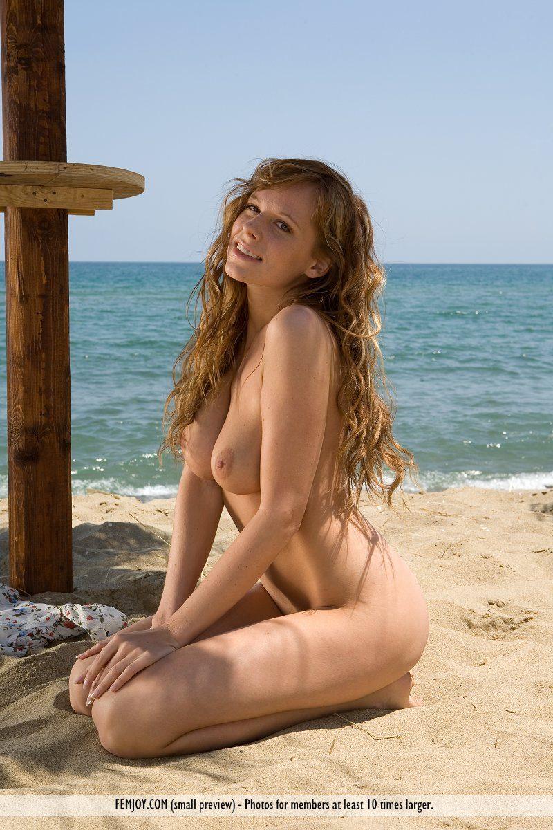 Carmen Gemini On The Beach - Redbust-8148