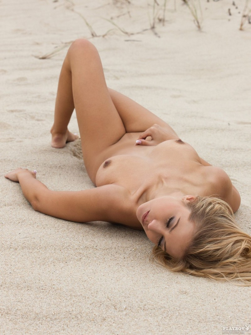 Girl topless on beach in australia - 1 part 6