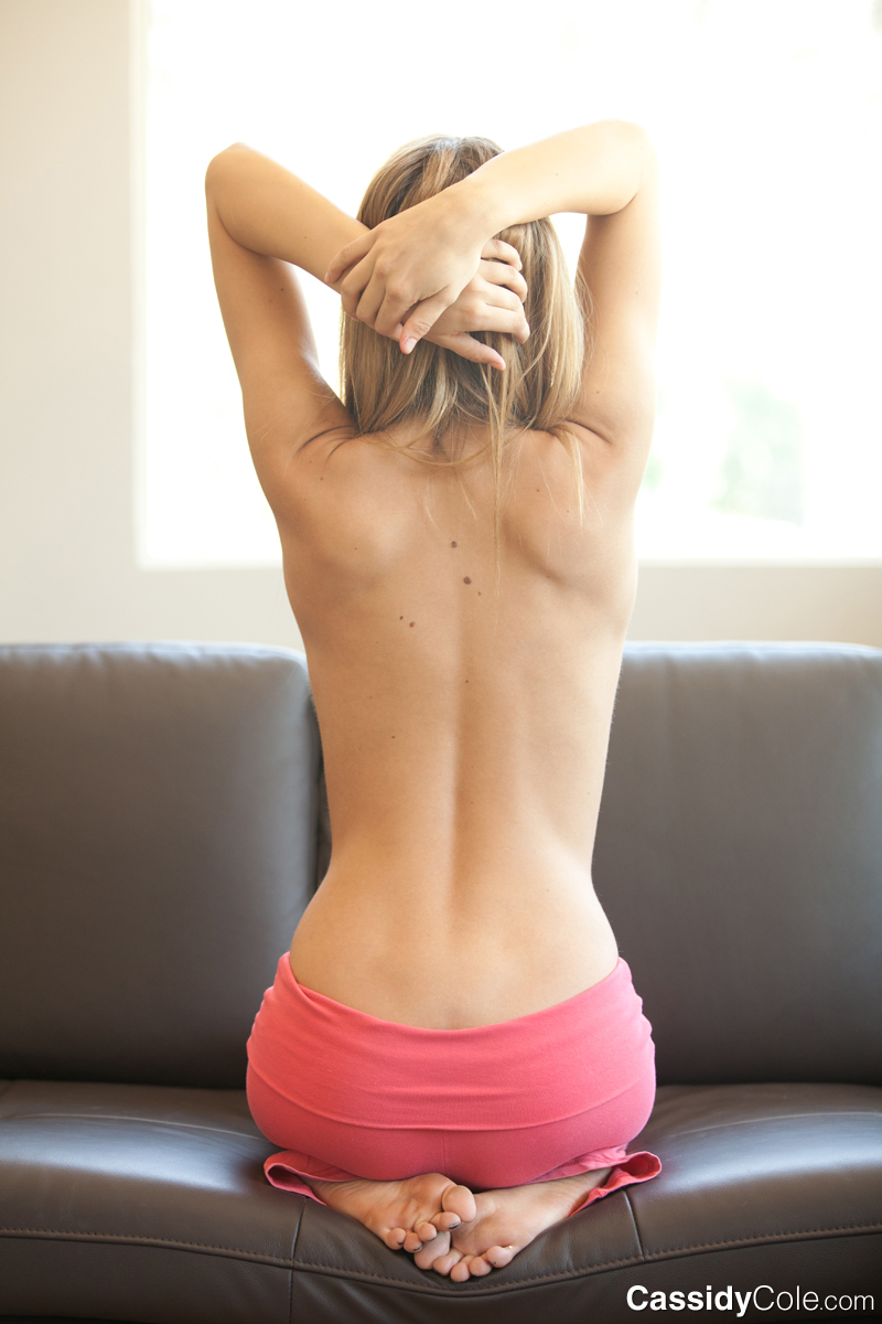 cassidy-cole-young-girl-doing-yoga-naked-17