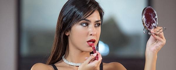 Celeste Sablich – Red lips