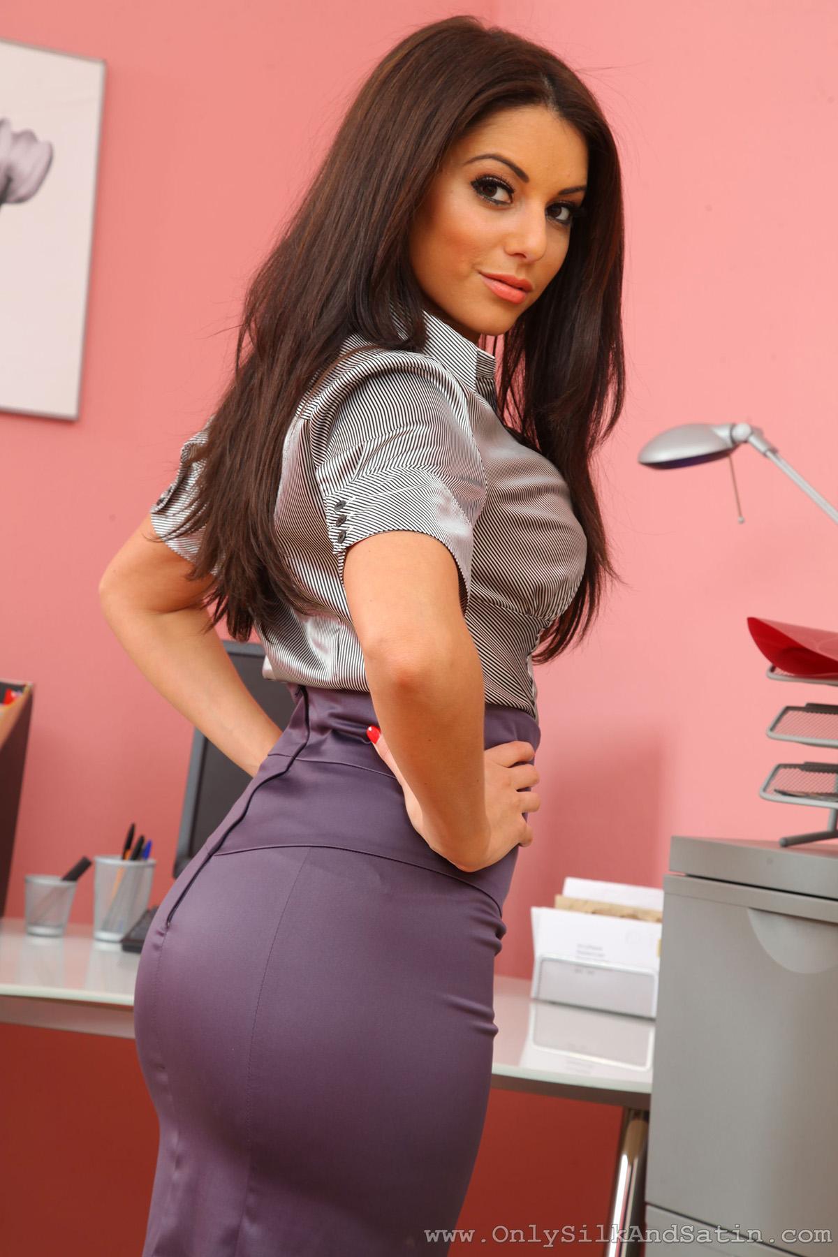 Charlotte Springer Secretary Pantyhose Onlysilkandsatin 03 Redbust-4781