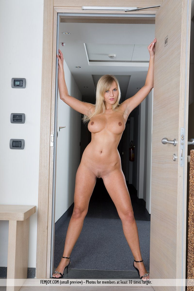 Hotel mirror cumshow with lynn vega 2