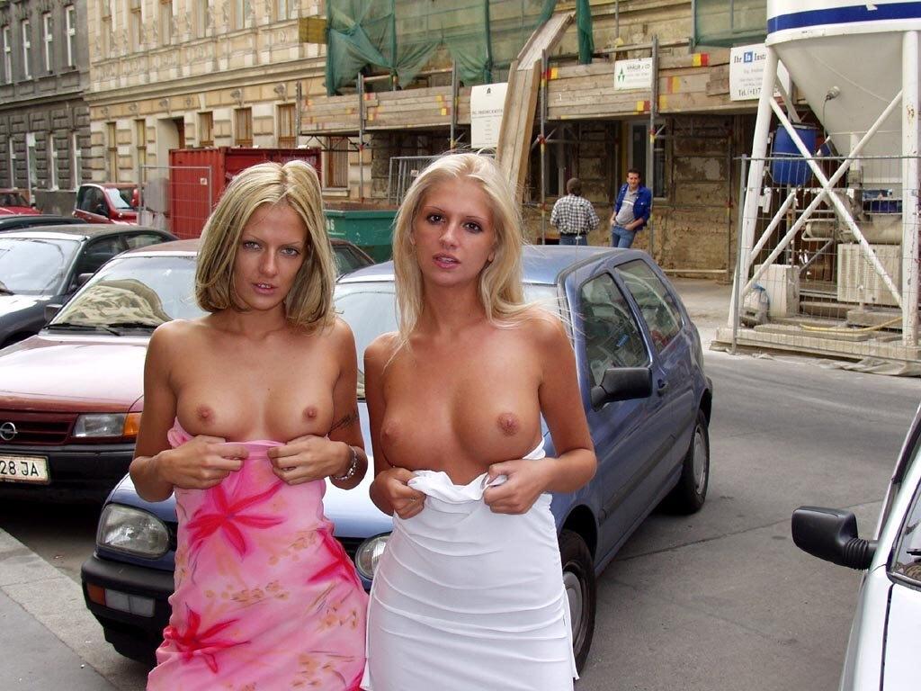Показывают сиськи на улице онлайн, домашняя коллекция советского порно