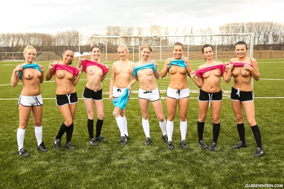 naked amateur blondes