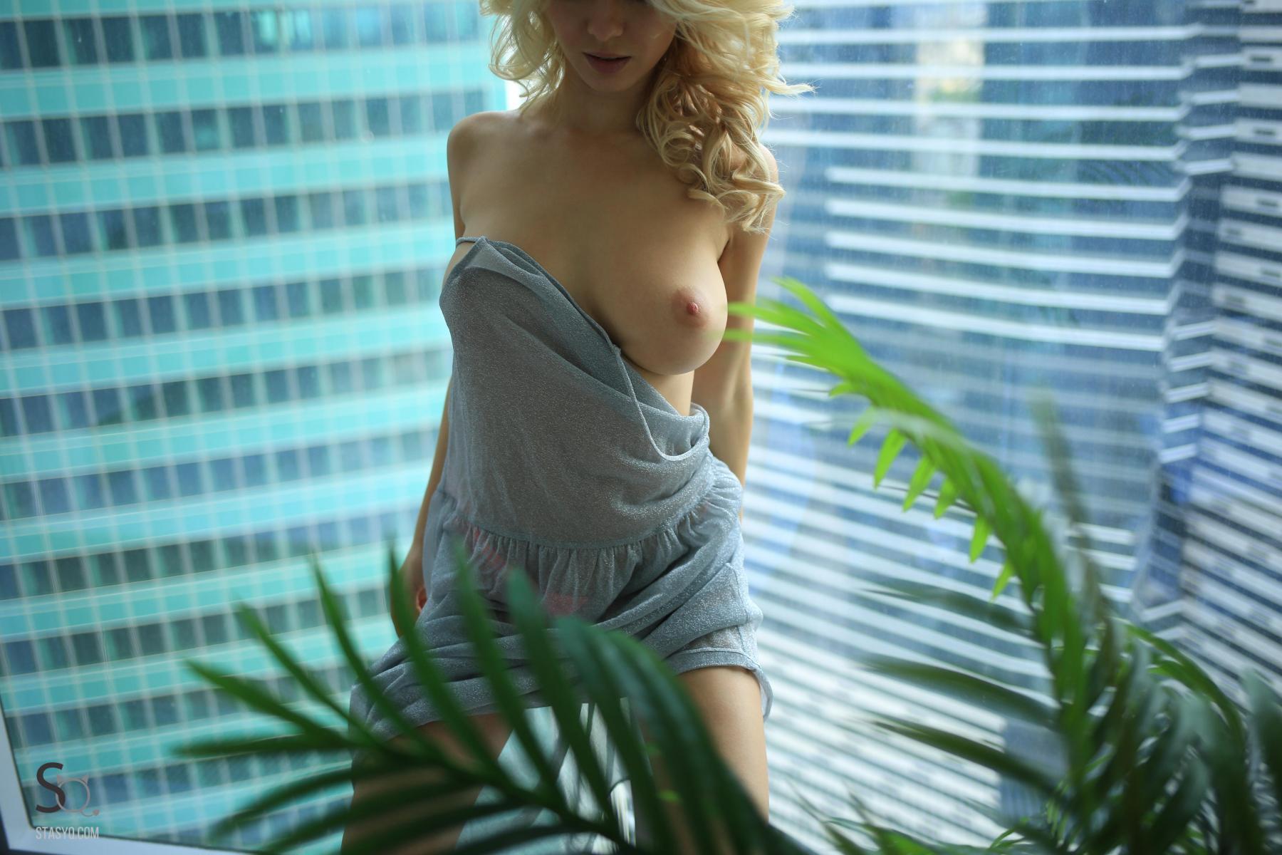 monroq-blonde-boobs-naked-bathroom-window-stasyq-08