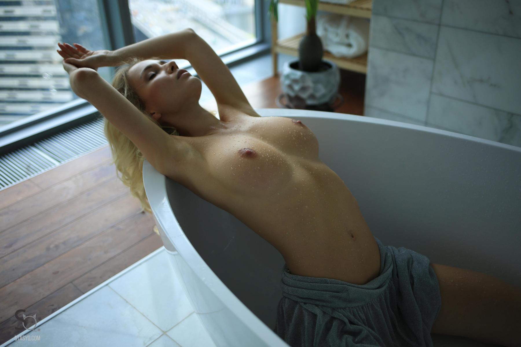 monroq-blonde-boobs-naked-bathroom-window-stasyq-15