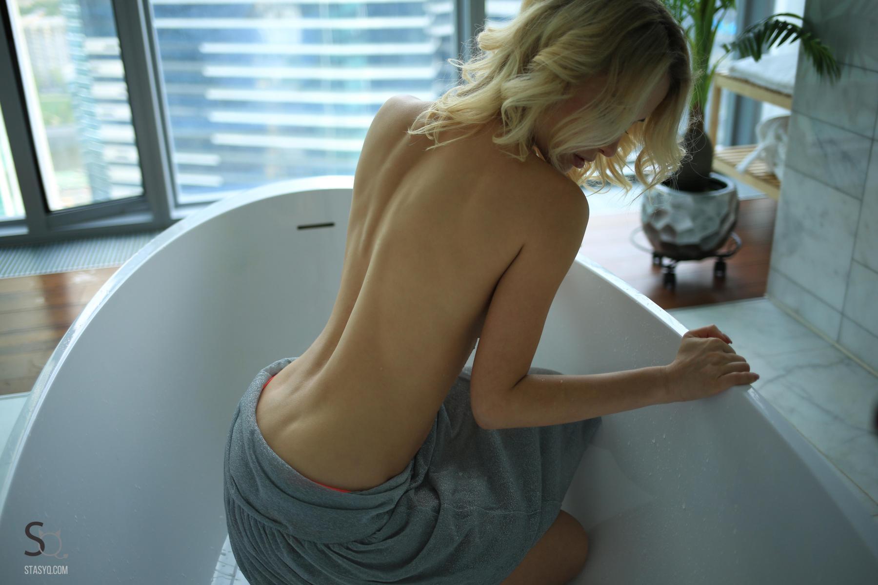 monroq-blonde-boobs-naked-bathroom-window-stasyq-22