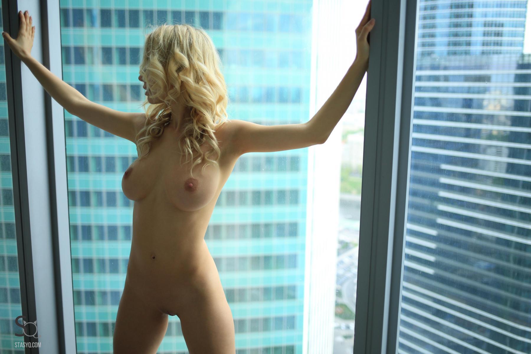 monroq-blonde-boobs-naked-bathroom-window-stasyq-29