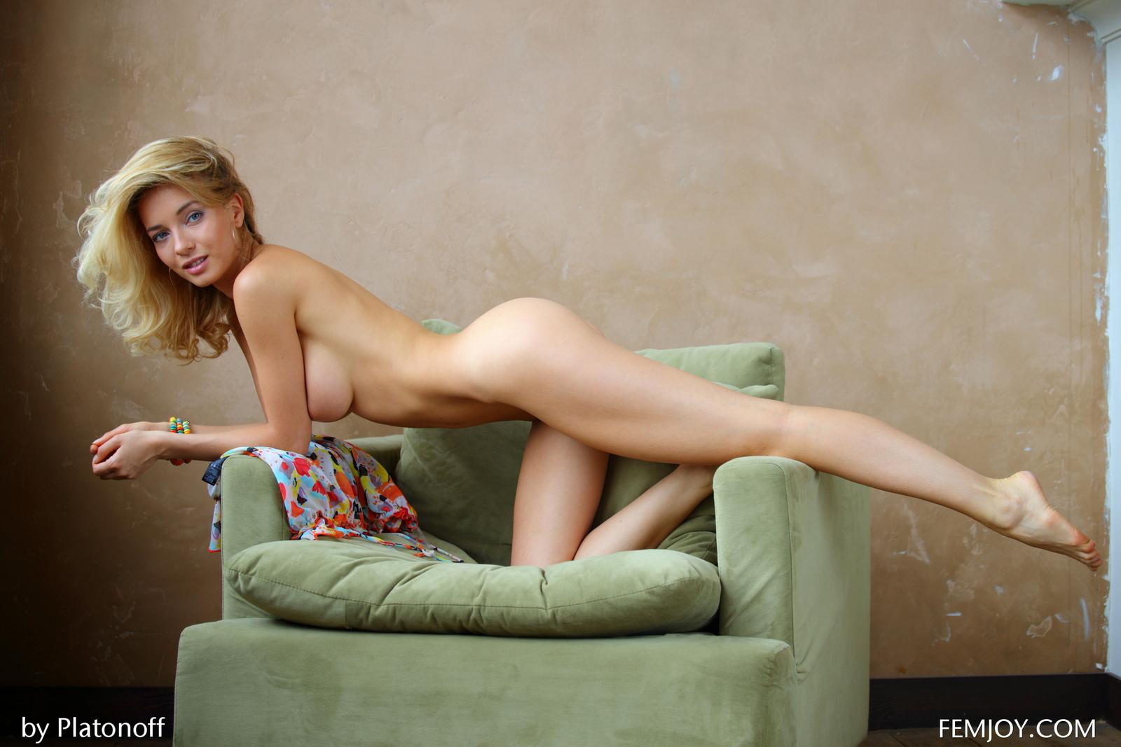 annabell-boobs-blonde-green-armchair-nude-femjoy-15
