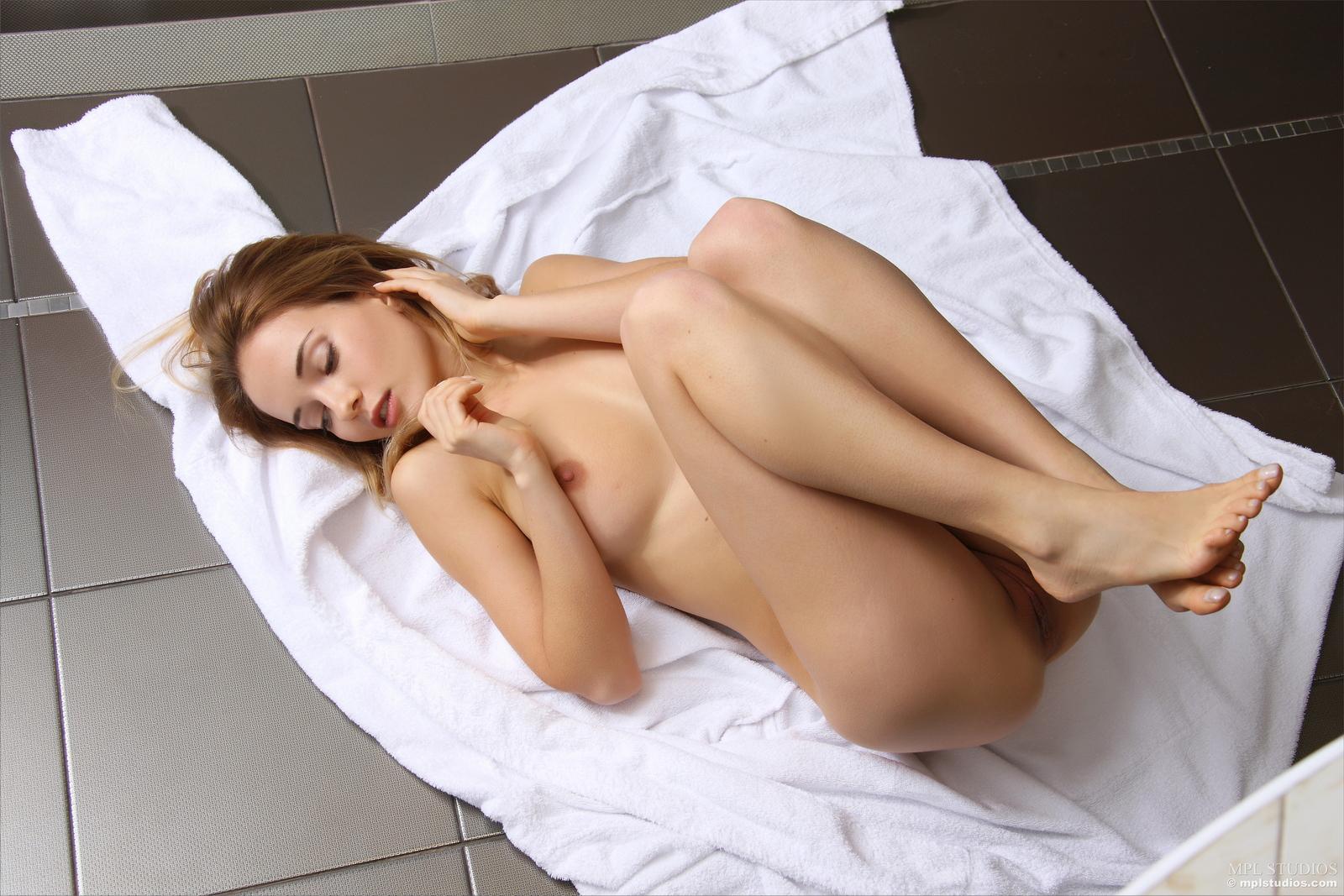 danica-bathroom-blonde-dressing-gown-naked-mplstudios-31