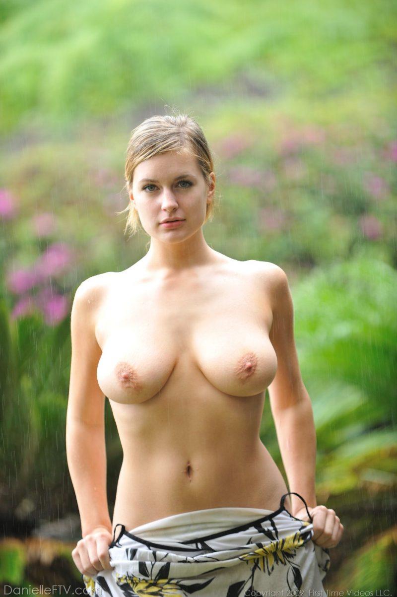 nude girls in in rainy days