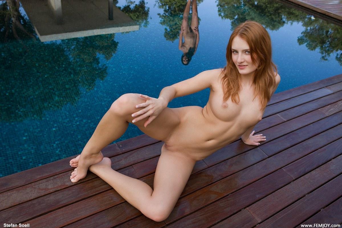 Холландер жесткое голые девушки саратова фото платье чулках