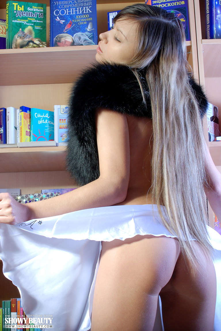 breanna-nude-in-library-showybeauty-05
