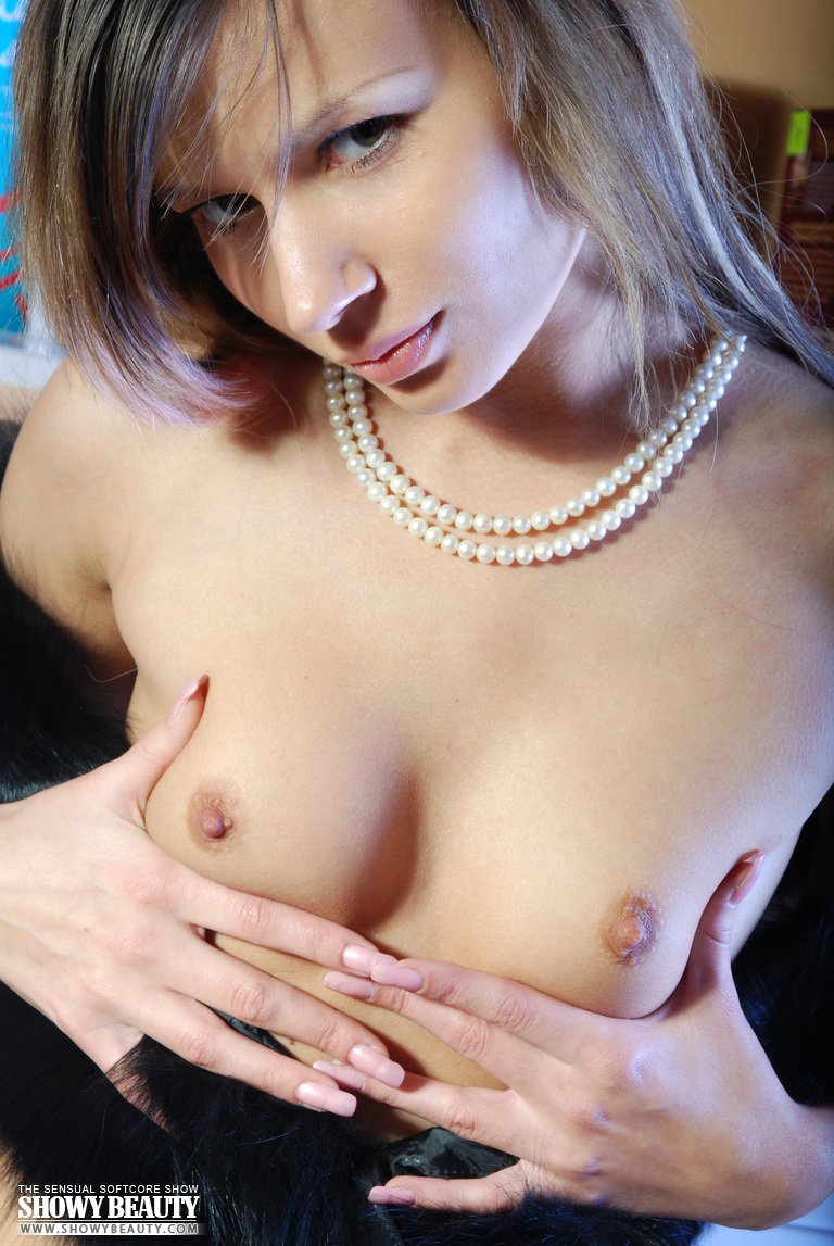 breanna-nude-in-library-showybeauty-11