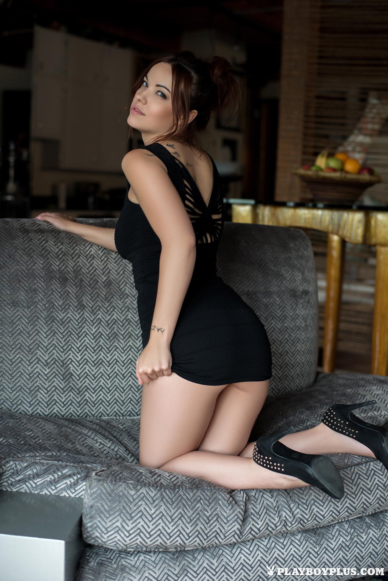 elizabeth-marxs-boobs-sofa-naked-playboy-03