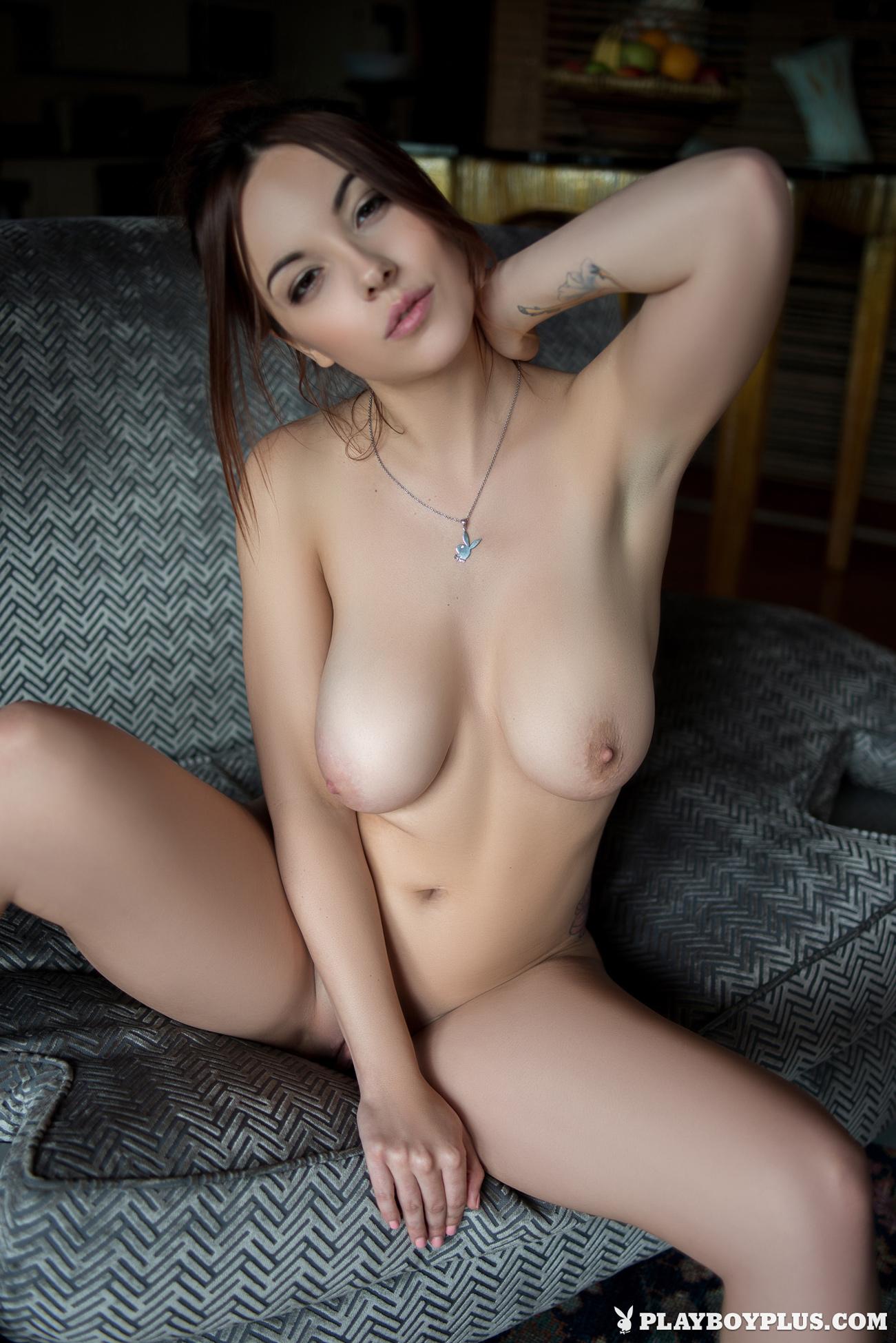 elizabeth-marxs-boobs-sofa-naked-playboy-18