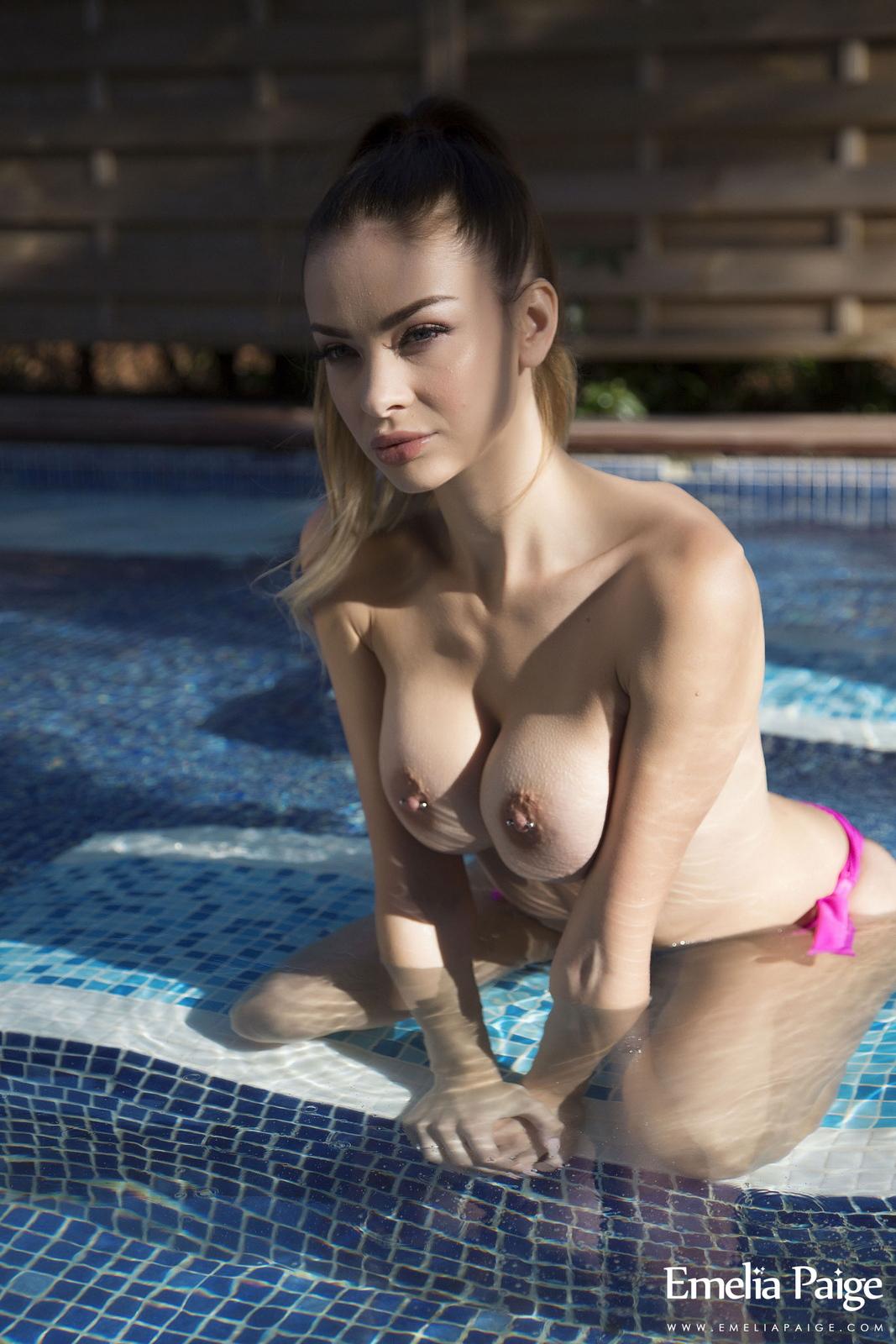 emelia-paige-pool-tits-naked-pink-bikini-wet-22