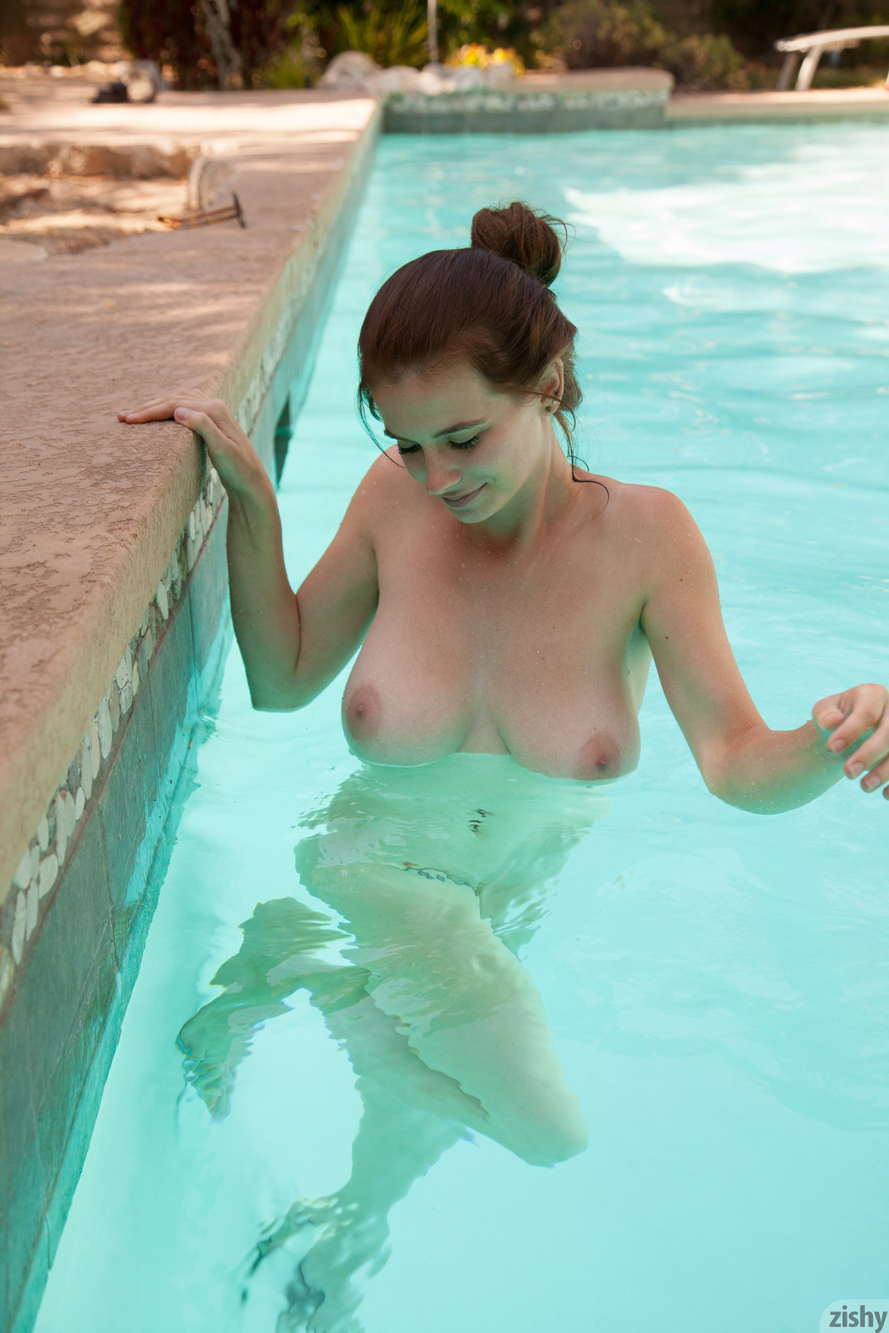 hentai-movies-date-on-the-pool-naked