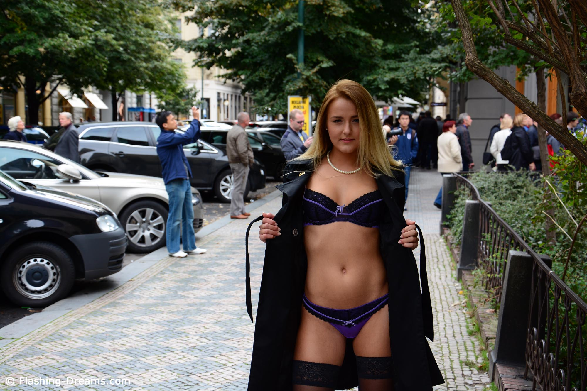 eva-kerstin-blonde-stockings-flash-in-public-nude-prague-03
