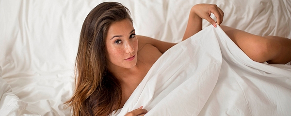 Eva Lovia in bed