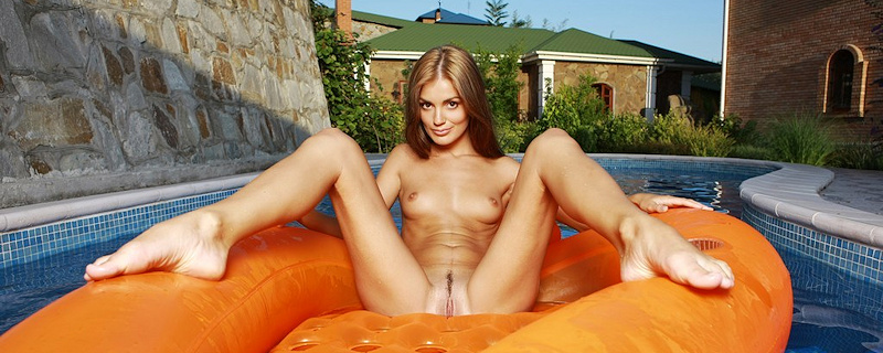 Evilina in the pool