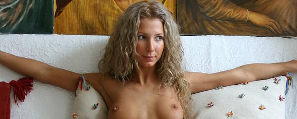 Fanya – Fit blonde girl