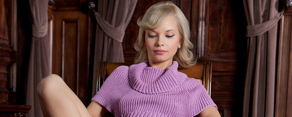 Feeona – Bottomless in sweater