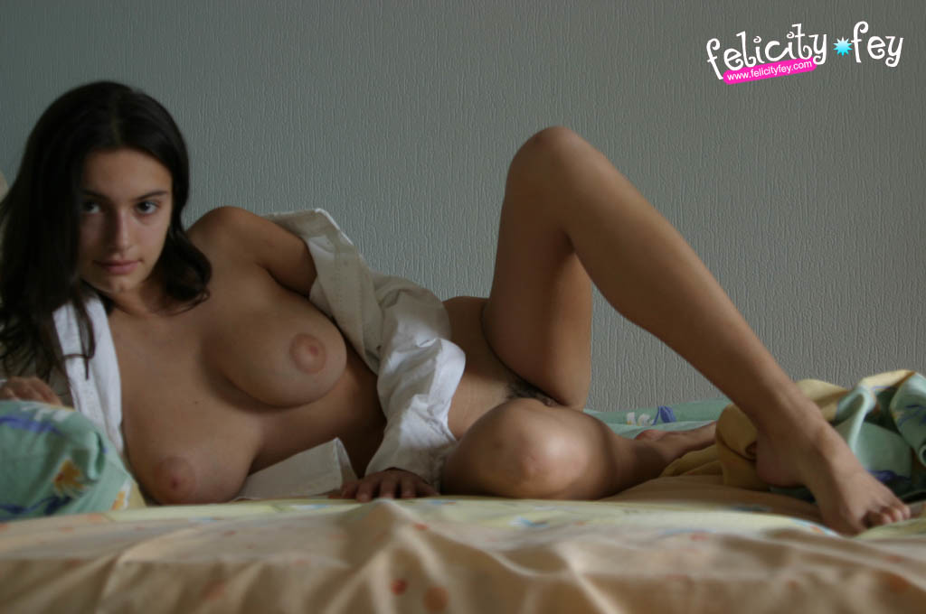 felicity-fey-naked-boobs-bedroom-36