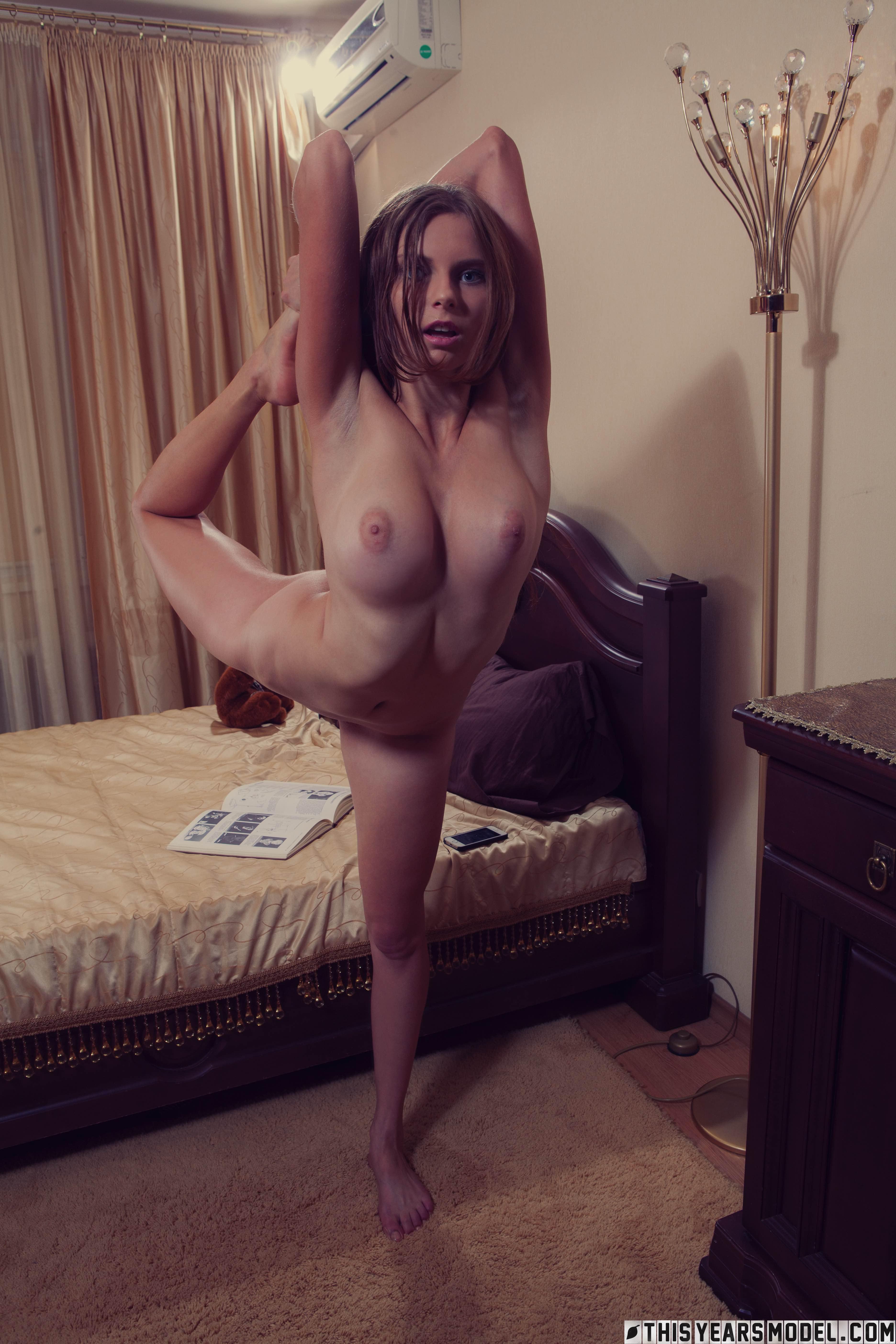 flexible-nude-girls-gymnast-splits-fetish-mix-vol2-14
