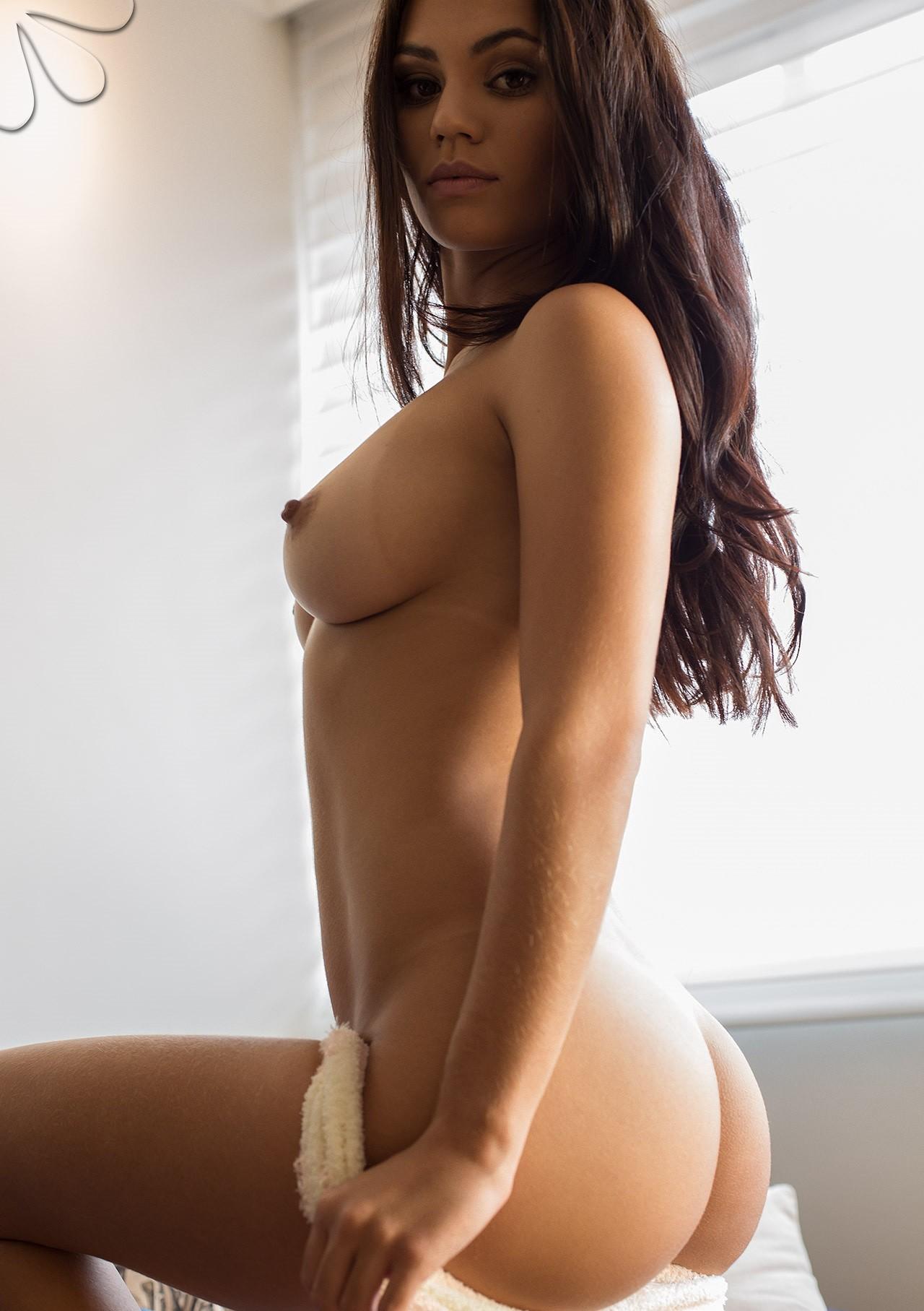 francielli-fontana-nude-brazilian-black-lingerie-camera-bellada-semana-31
