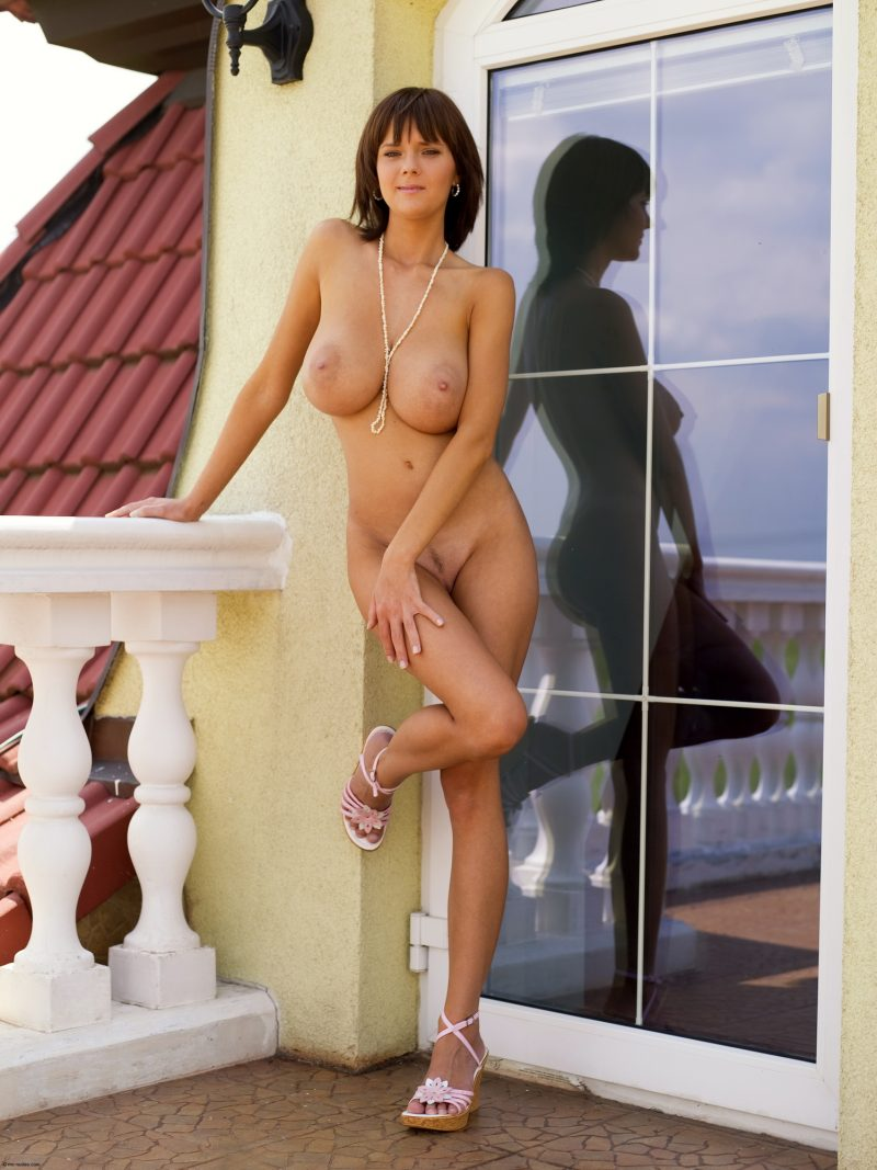 Gabrielle Naked On Balcony - Redbust-7646