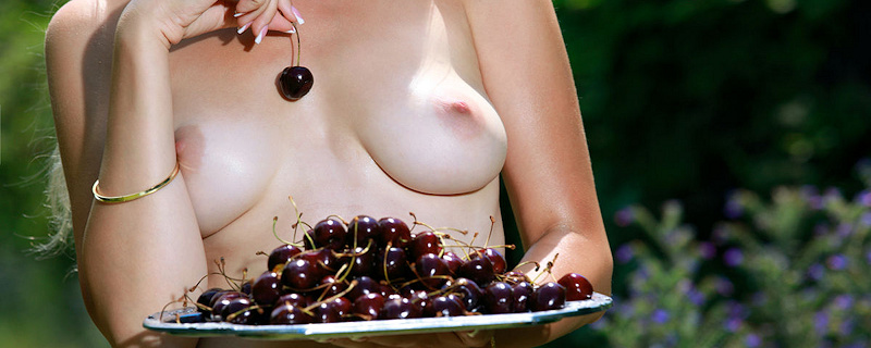 Genevieve Gandi – Sweet cherries