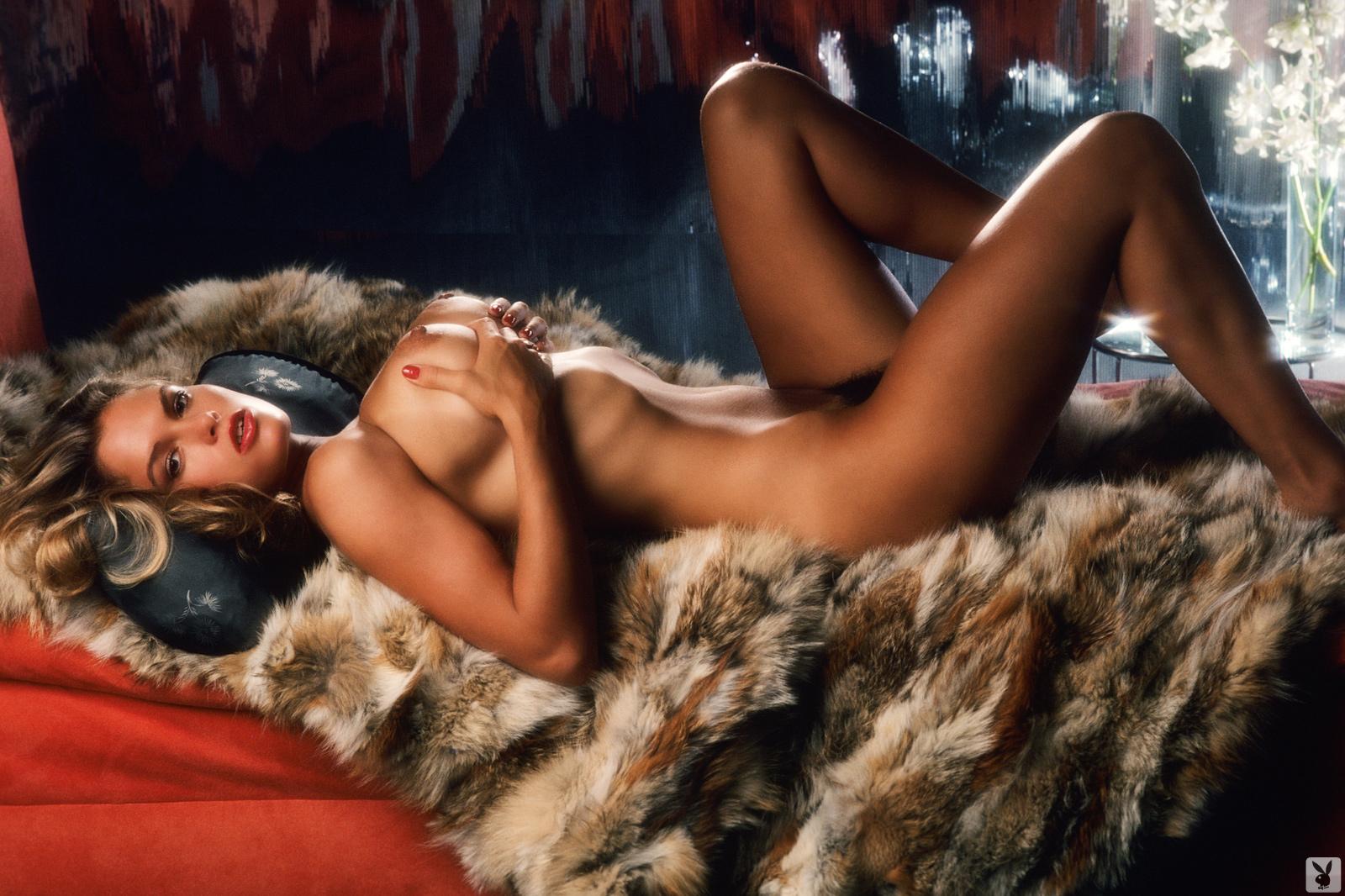 eroticheskie-foto-devushek-mesyatsa-foto-udivitelnogo-seksa