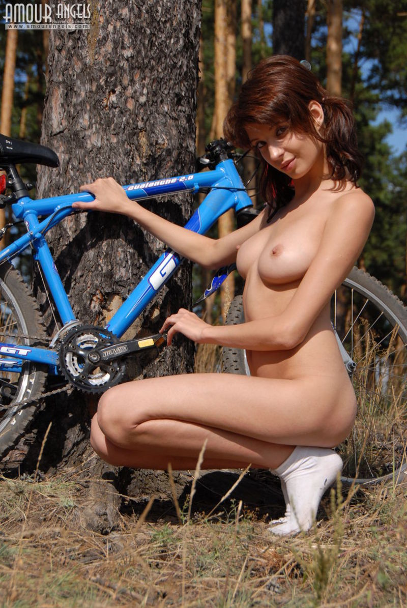 girl-nude-on-bike-vol3-14