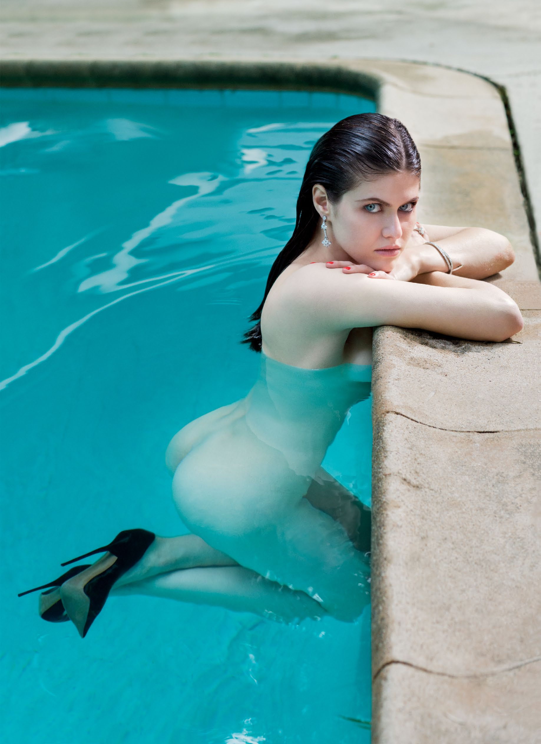 girls-nude-in-pool-wet-photo-mix-vol6-10