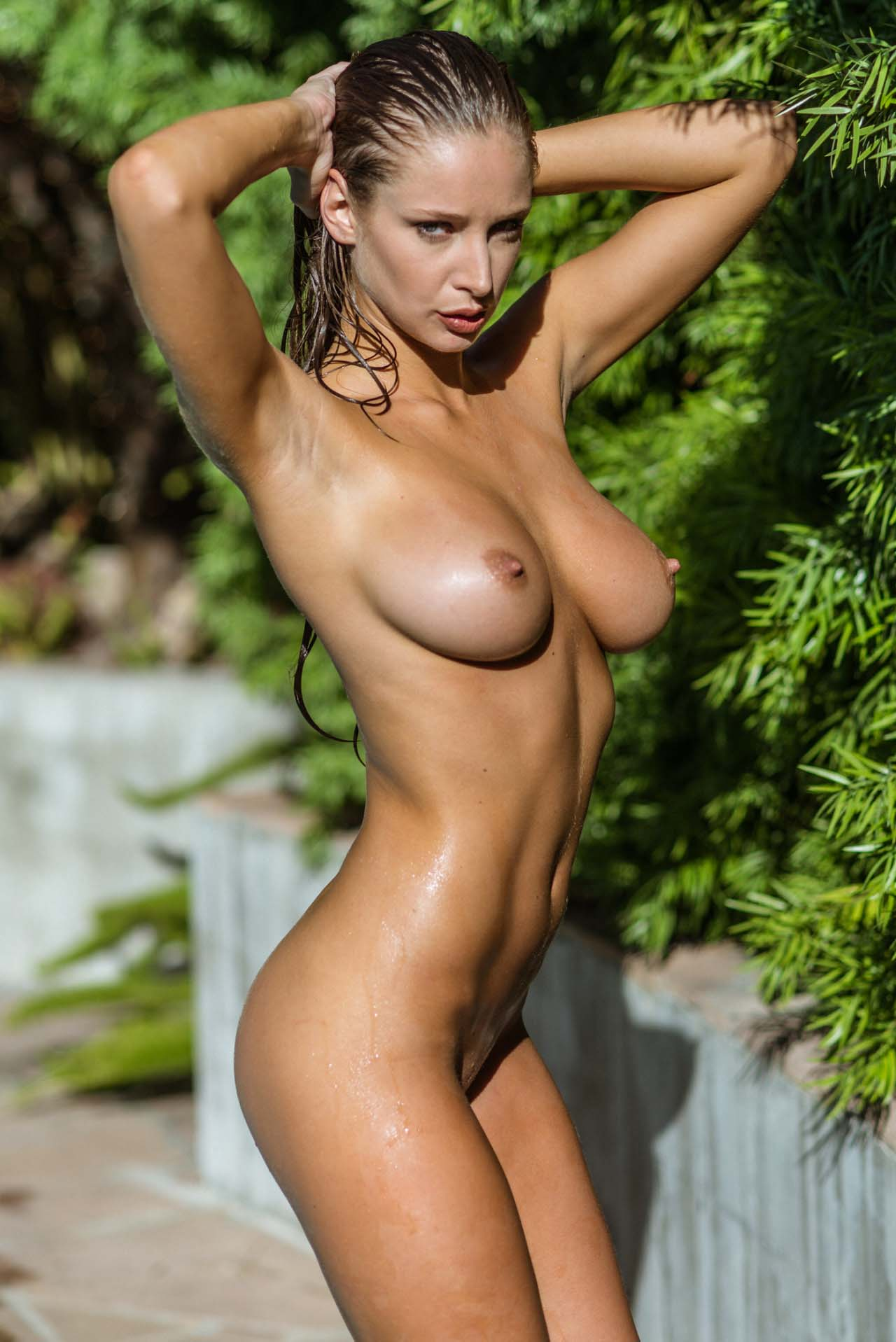girls-nude-in-pool-wet-photo-mix-vol6-24