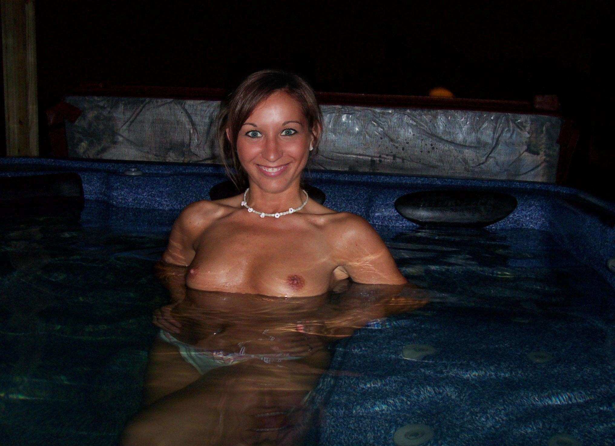 girls-nude-in-pool-wet-photo-mix-vol6-41