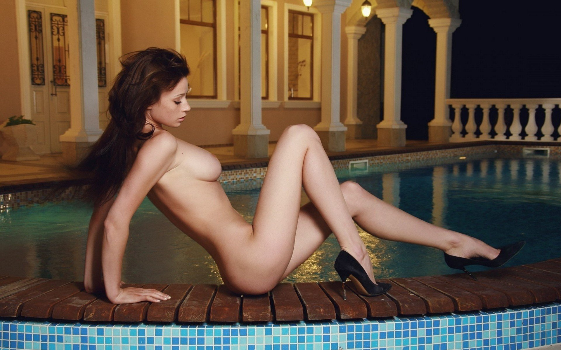 girls-nude-in-pool-wet-photo-mix-vol6-49