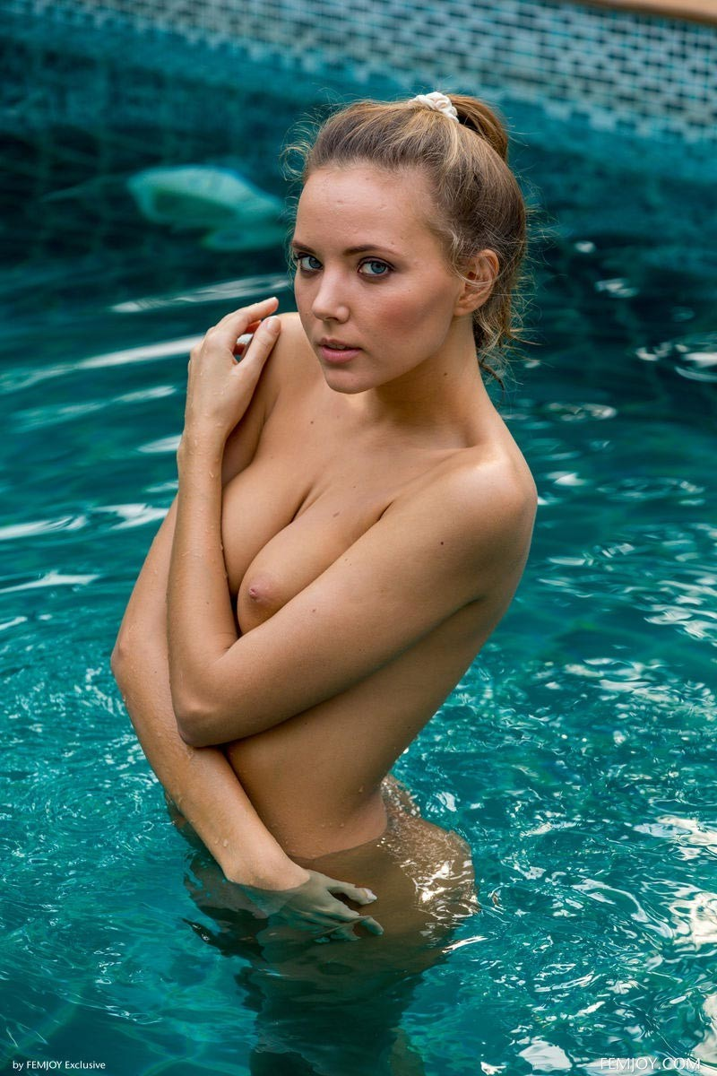 girls-nude-in-pool-wet-photo-mix-vol6-65