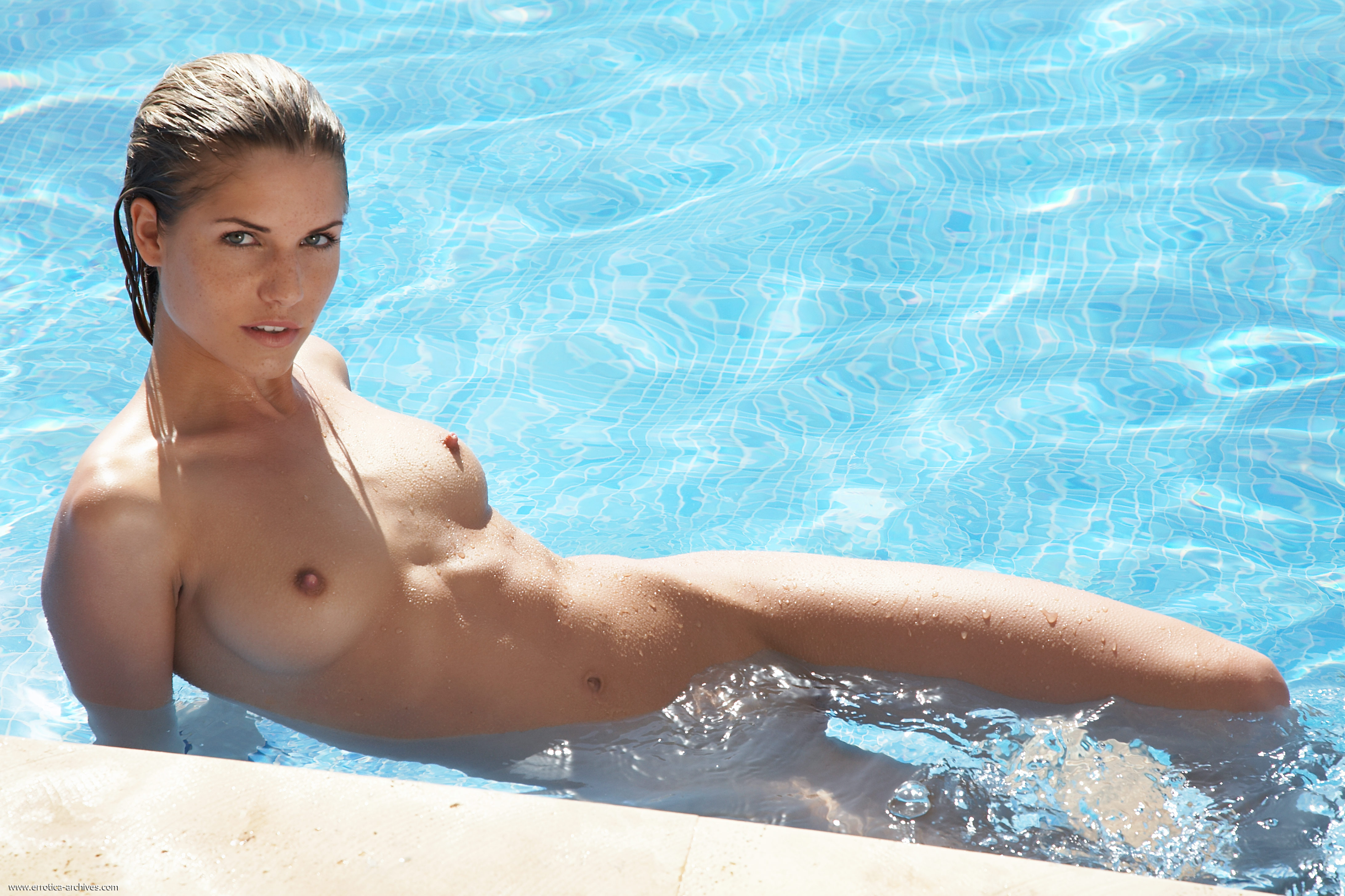 girls-nude-in-pool-wet-photo-mix-vol6-91