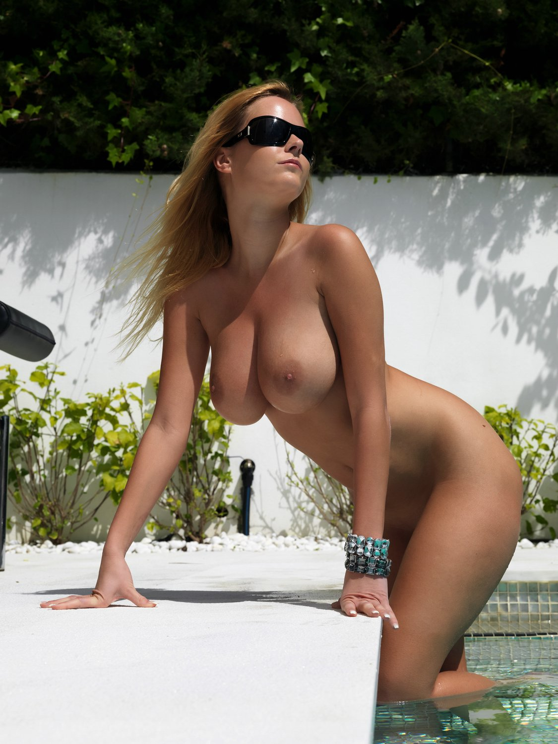 girls-nude-in-pool-wet-photo-mix-vol6-93