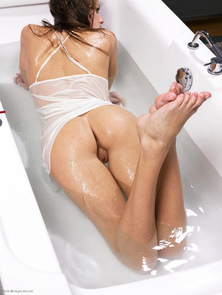 Порно видео в мокрой майке дрочит — 13