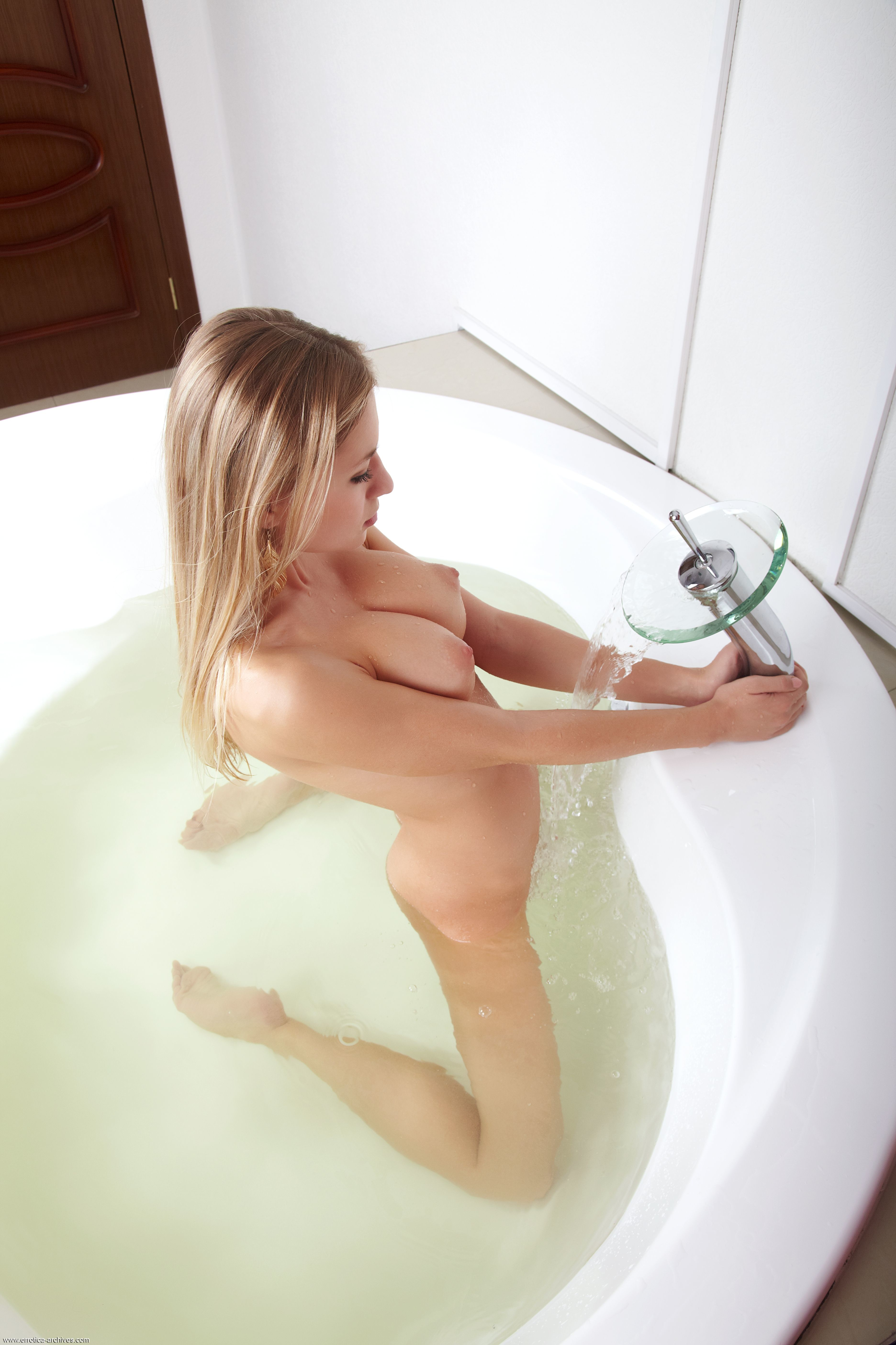 naked-girls-taking-bath-boobs-wet-mix-vol4-12