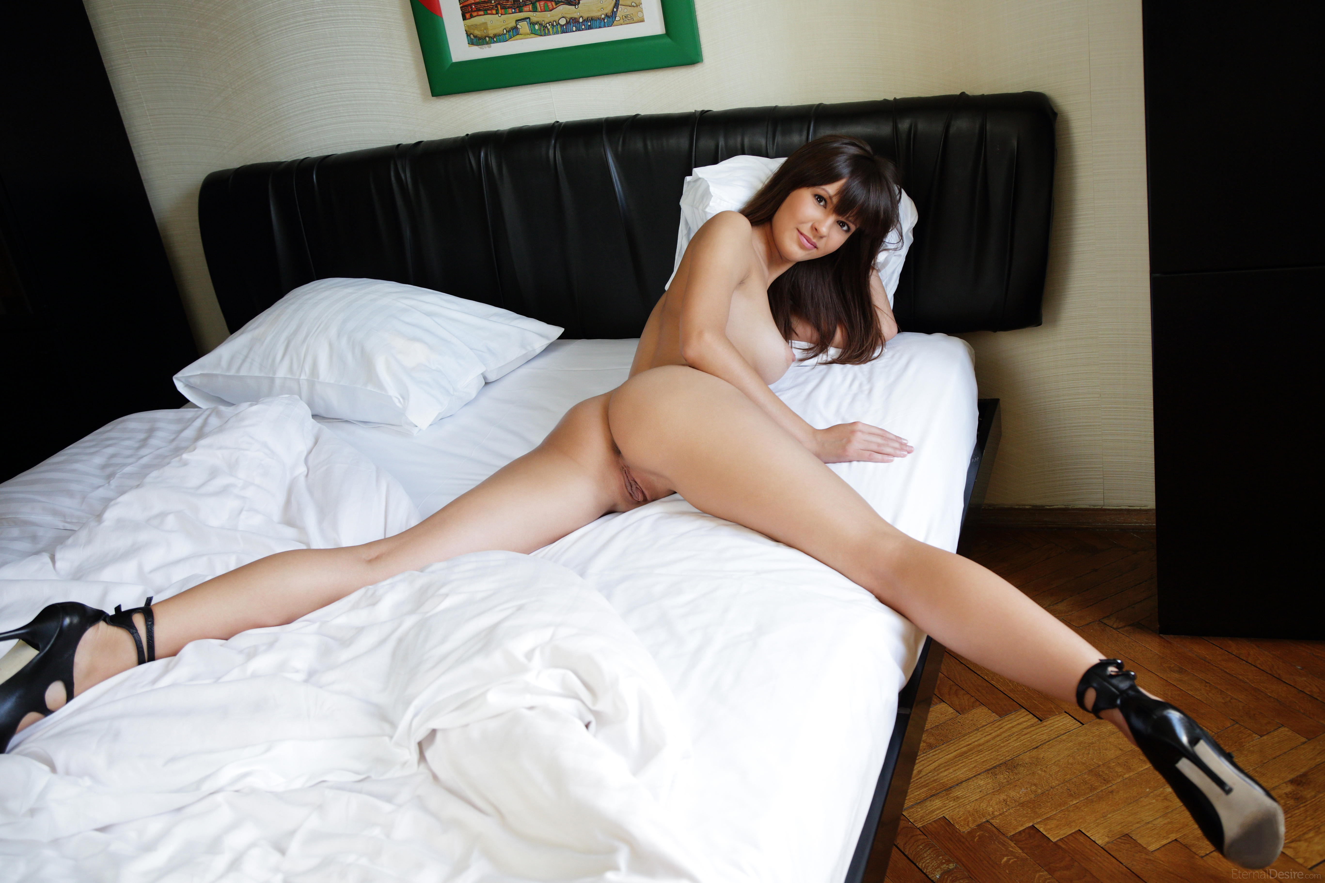 nude-girls-only-in-high-heels-mix-38