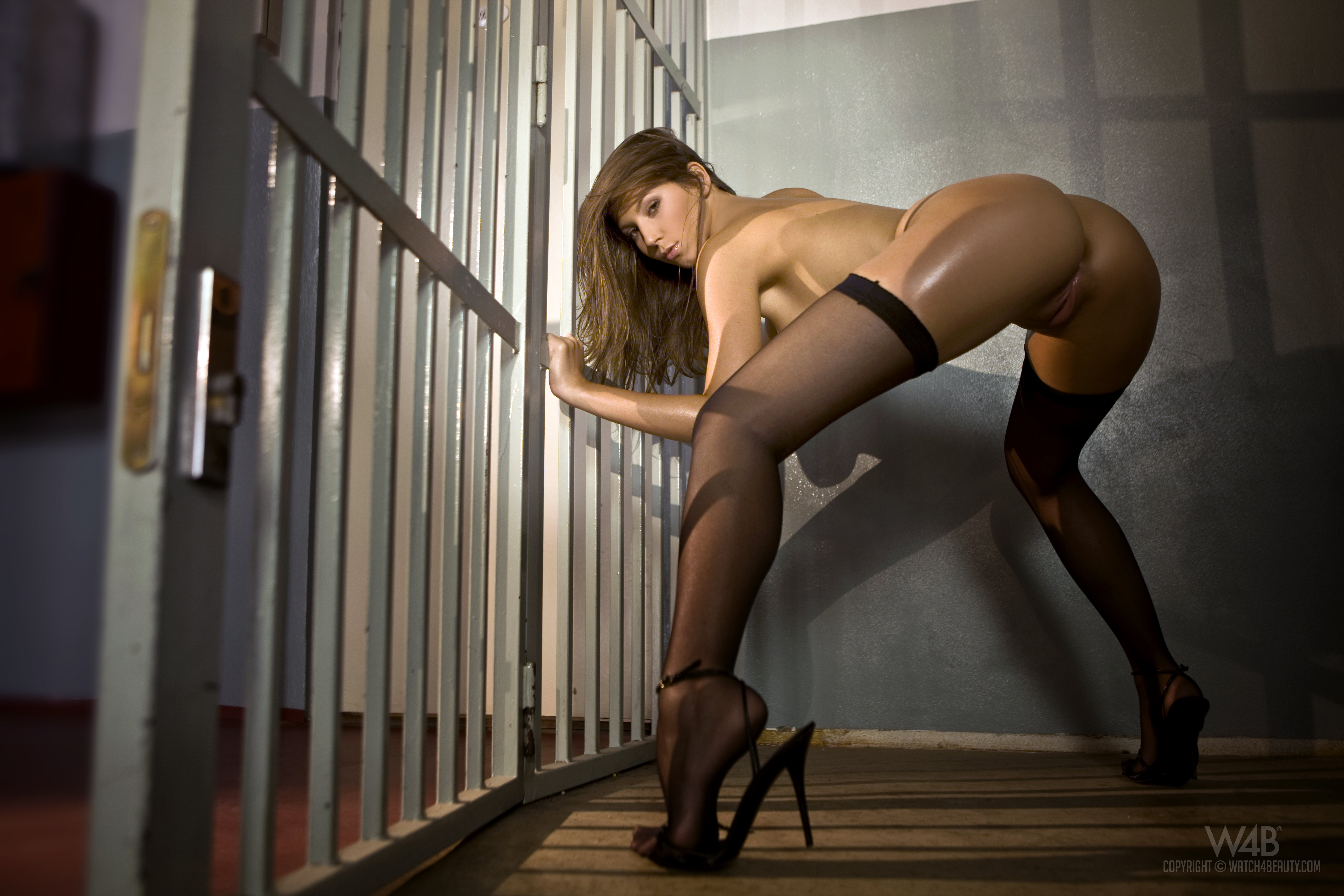 nude-girls-only-in-high-heels-mix-47