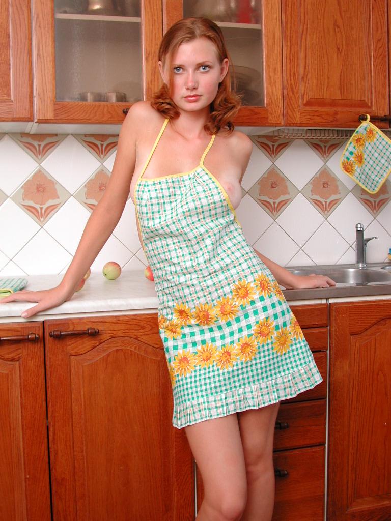 girls-in-kitchen-79