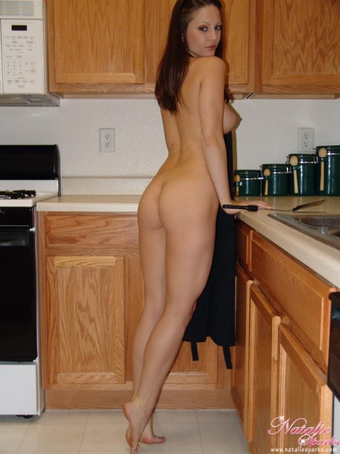 girls-in-kitchen-81