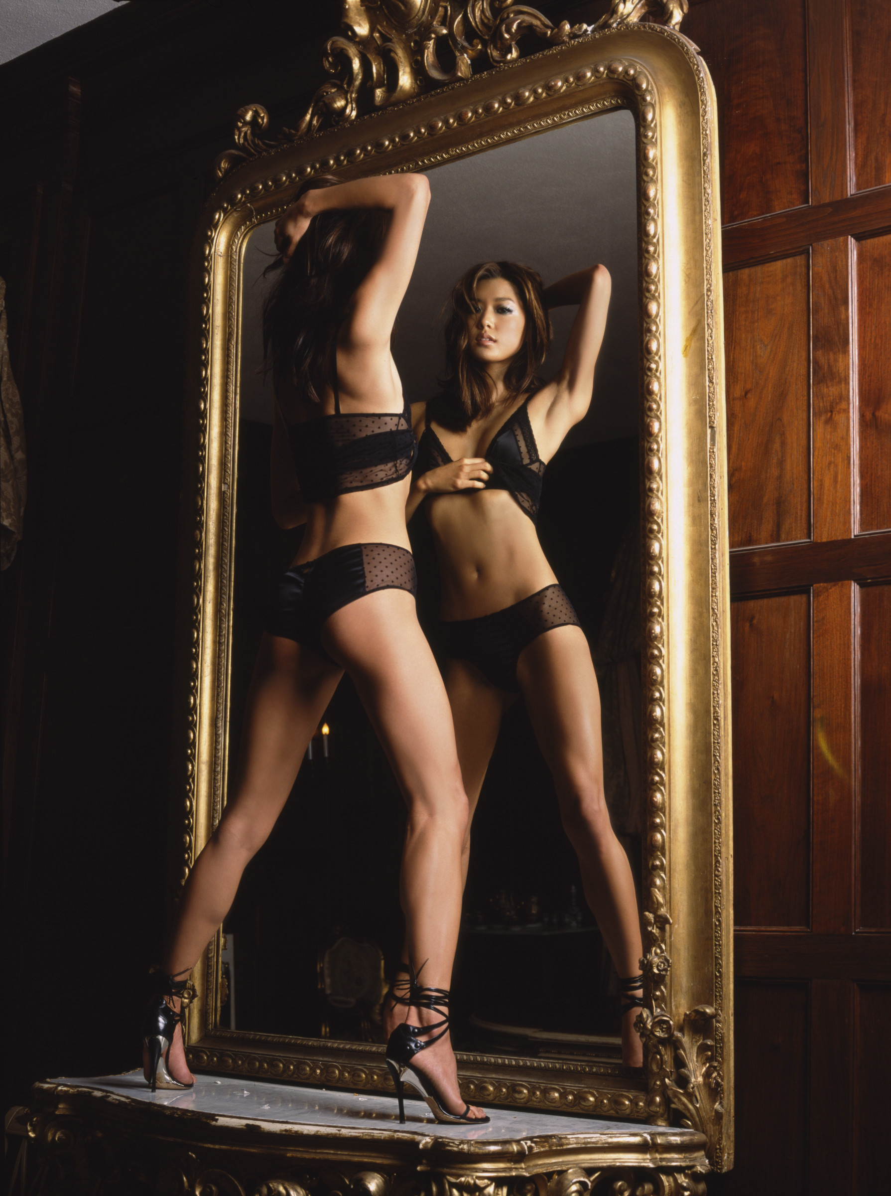 girls-in-the-mirror-44