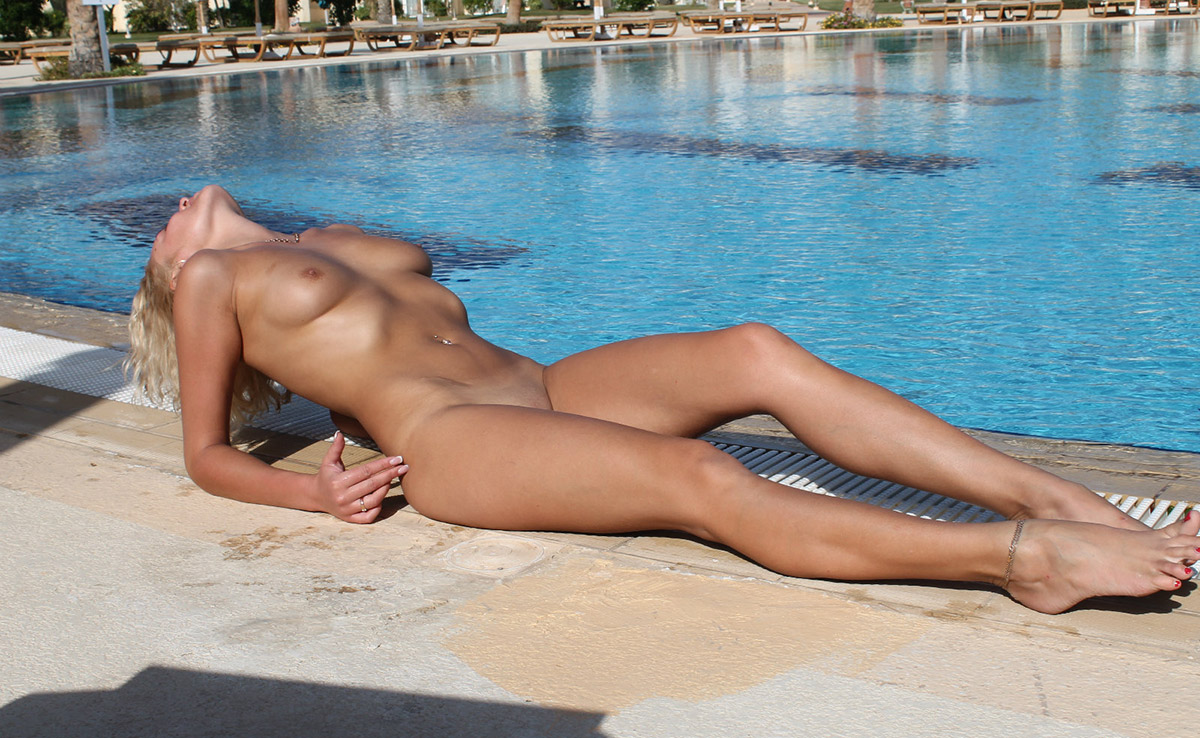 pool-tables-and-naked-girls