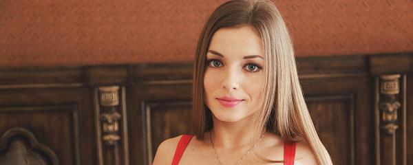 Giulia in red bodysuit vol.2